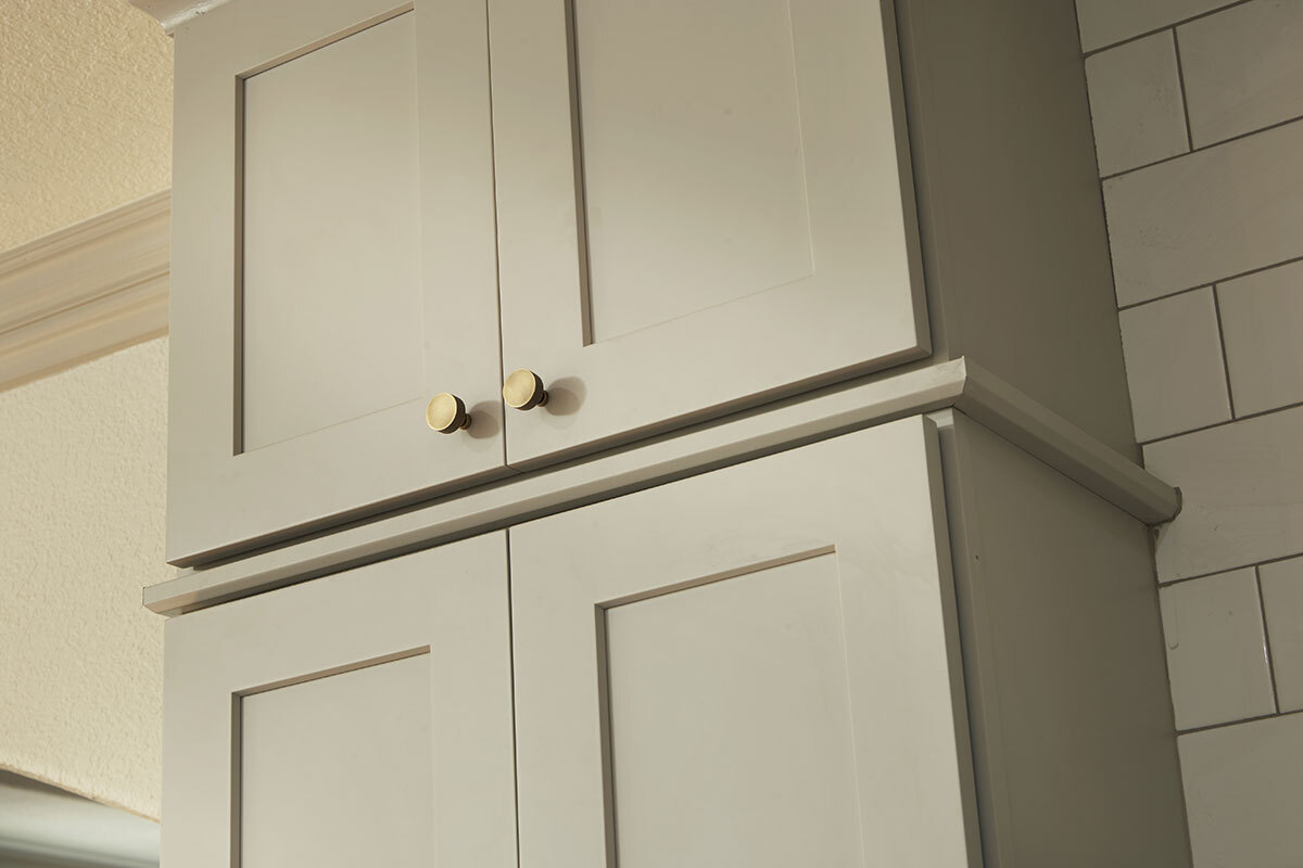 delicious knobs or handles on kitchen cabinets