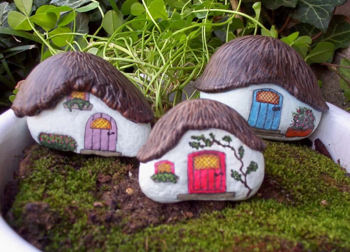 scenic painted rock houses